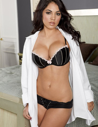Danni Kalifornia exposes her gorgeous pierced nipples.